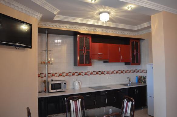 2-комнатная квартира посуточно в Одессе. Приморский район, ул. Среднефонтанская, 19А. Фото 1