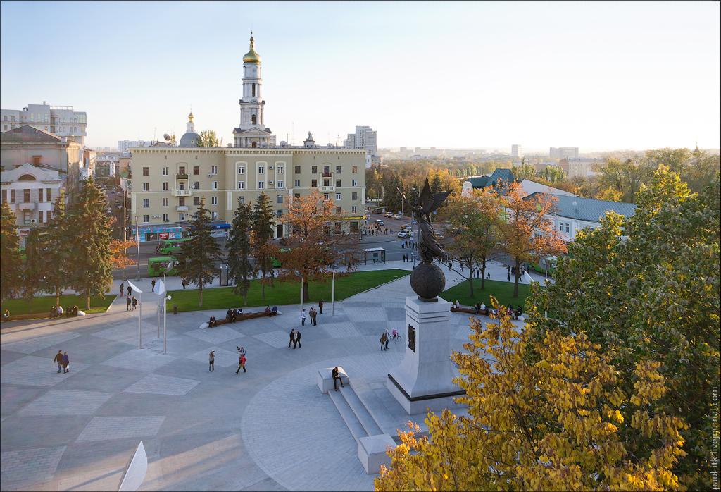 площадь_Конституции_в_Харькове.jpg